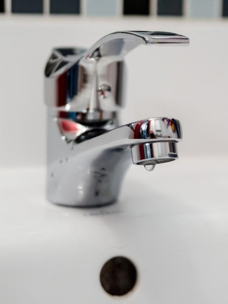 Reparación de averías de fontanería y fugas de agua